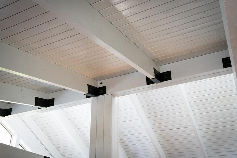 Choose vertical stripes to create high ceilings.
